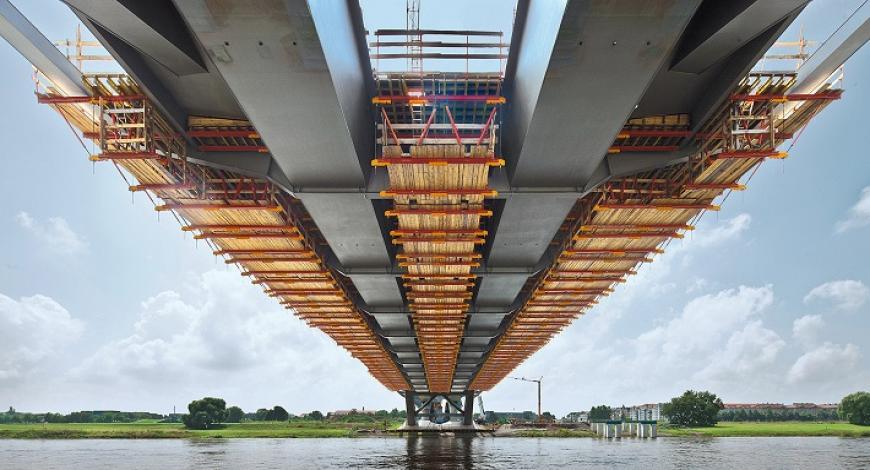 Lavori di manutenzione del ponte sul fiume Po di Pieve Porto Morone